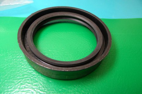 Rotary shaft oil seal 32 x 62 x pack height, model